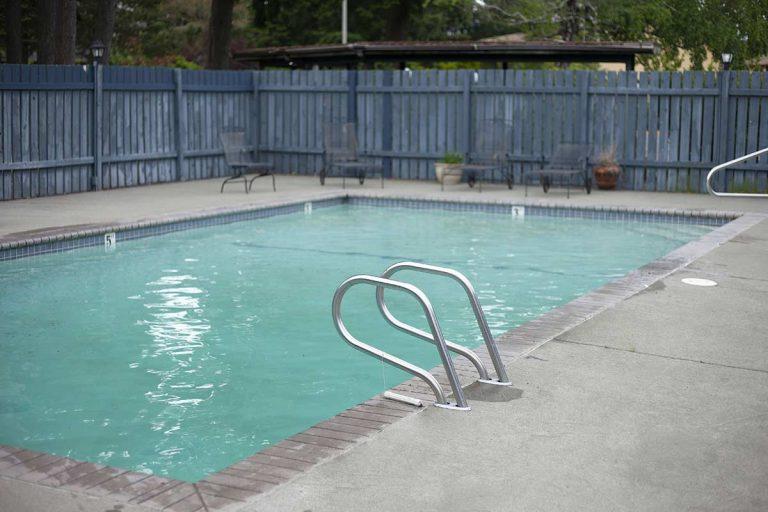Westlakes pool